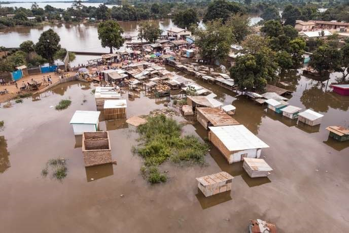 Picture of a neighborhood inundated by flood water after the flooding of the Oubangui River in Bangui, CAR